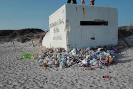 El Govern refuerza la limpieza de la playa de es Trenc con el envío de brigadas del Ibanat