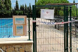 Varios individuos defecan de noche en la piscina municipal de Selva y obligan a cerrarla al público