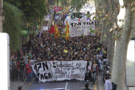 Unos mil estudiantes se manifiestan en Palma en defensa de la educación pública