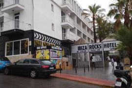 En estado crítico un británico de 21 años al precipitarse desde un hotel en Sant Antoni