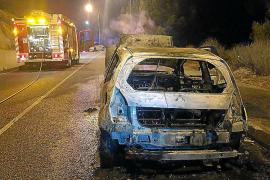 Un coche se incendia tras repostar en la gasolinera de Peguera