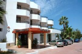 Una turista británica de 34 años es hallada muerta en los Apartamentos Ses Savines de Sant Antoni