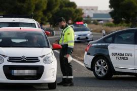 Una persecución termina al empotrar su coche cargado con una tonelada de hachís