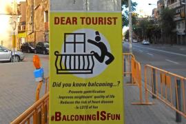 Animan a los turistas a practicar 'balconing' porque «es divertido»