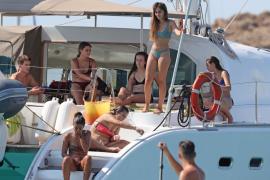 Aitana, de 'OT', disfruta de sus vacaciones en Ibiza junto a sus amigos y sin Luis Cepeda