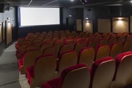 Facua denuncia que dos tercios de los cines no reducen precios tras la bajada del IVA