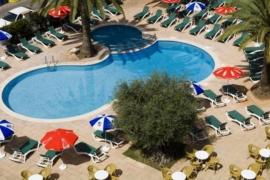 Un hombre de 43 años muere ahogado en una piscina de un hotel de Cala Millor