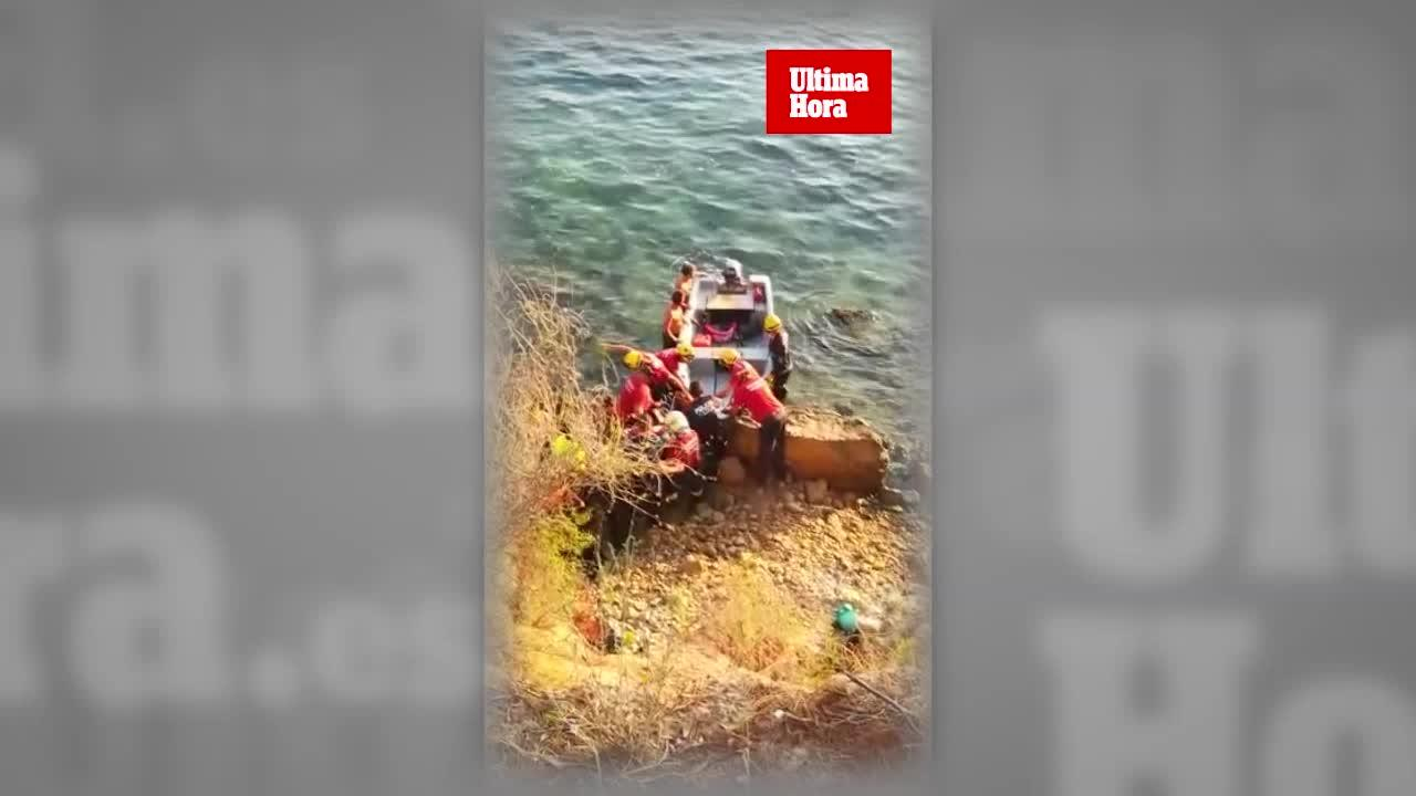 Los bomberos rescatan a un hombre que se había caído por una zona de rocas en Calvià