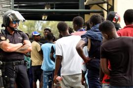 El Gobierno defiende la devolución de los 116 migrantes porque considera «inaceptable» la violencia contra agentes de la valla