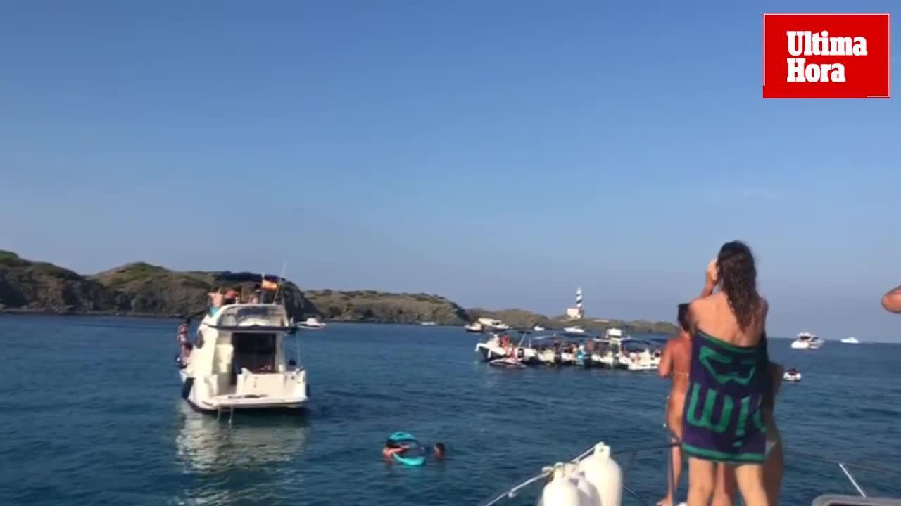 Artur Mas, increpado en Menorca desde barcos vecinos