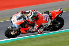 Lorenzo consigue la 'pole' de MotoGP tras los sustos de la lluvia