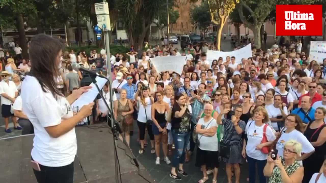 Unas 300 personas reivindican los derechos de las 'Kellys'