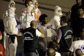 Italia permite bajar a los migrantes del 'Diciotti' y Salvini es investigado
