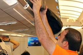 Facua recuerda a Ryanair que es obligatorio facturar gratis el equipaje de mano