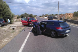 Tres heridos en un accidente frontal en la carretera de Sineu