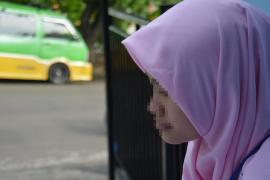 Indonesia retira los cargos contra una menor violada por su hermano y condenada por abortar