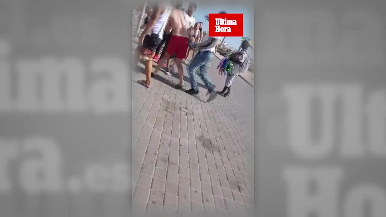 Pelea entre vendedores ambulantes y turistas alemanes en la Playa de Palma