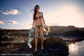Ona Carbonell denuncia los vertidos de plástico en la costa de Menorca