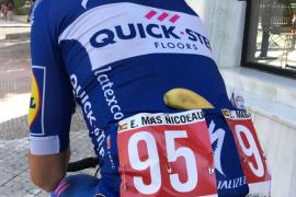 Enric Mas estrena su dorsal de mejor joven de la Vuelta