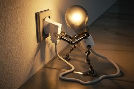 El recibo de la luz sube casi un 11 % en agosto en relación a 2017