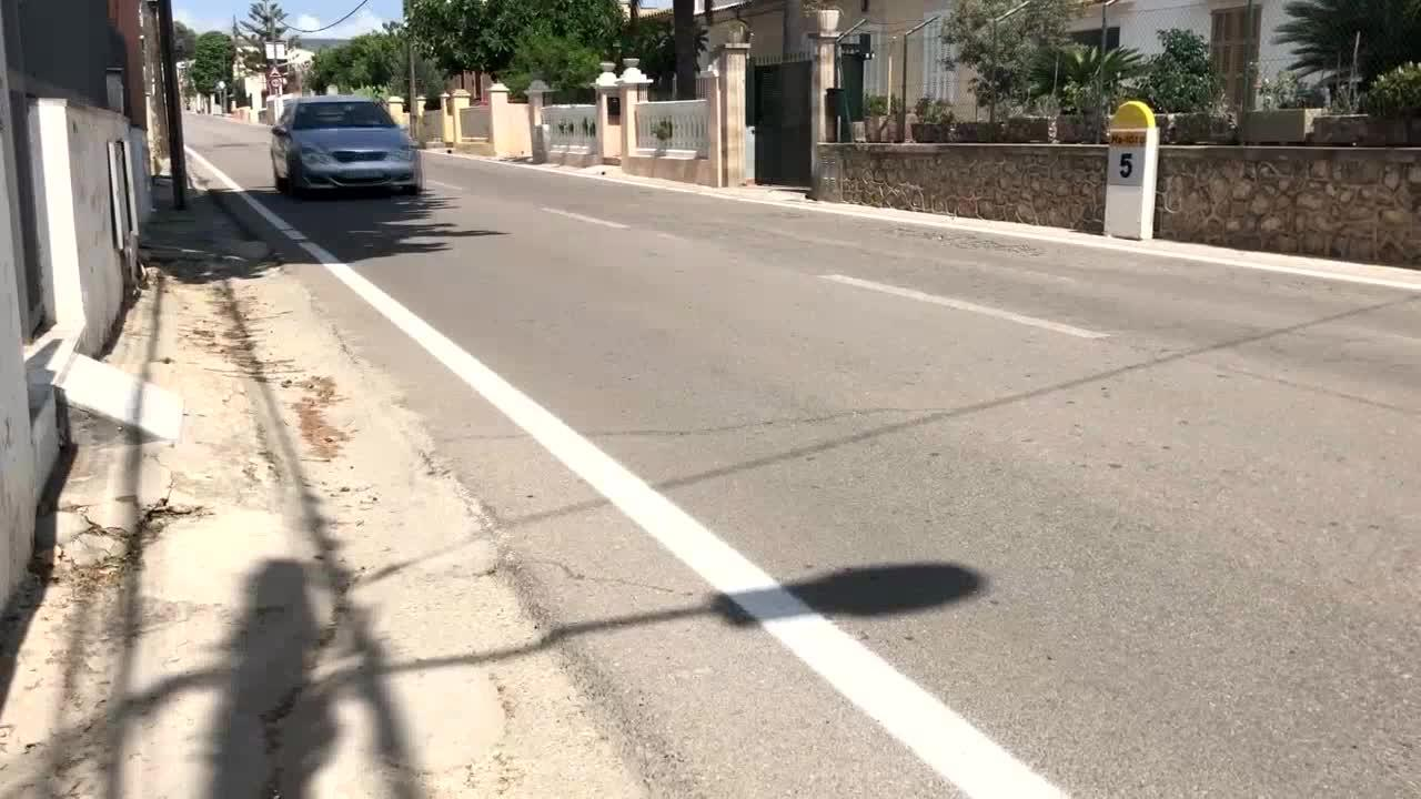 Los vecinos de Establiments tras el atropello a la cartera: «Es más seguro salir a tirar la basura en coche que ir caminando»