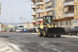 Retenciones en la calle General Riera, de Palma, por las obras de asfaltado