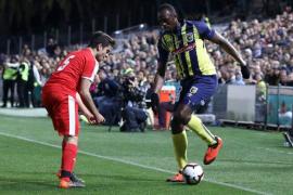 Usain Bolt debuta como futbolista profesional