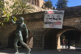 Agrupaciones independentistas denunciarán este lunes «públicamente» que la Policía Local haya retirado sus pancartas