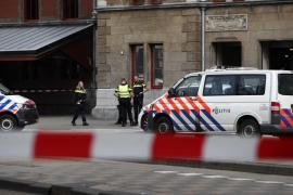 El autor del apuñalamiento en la estación de tren de Ámsterdam tenía «motivos terroristas»