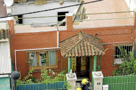 Una mujer de 78 años sale ilesa al derrumbarse el techo del salón de su casa en La Vileta