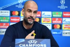 Pep Guardiola compara el lazo amarillo con el solidario contra el cáncer