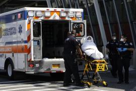 Los pasajeros del avión puesto en cuarentena en Nueva York tienen gripe