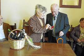 Joan Bennàssar y Tomàs Pizà reciben el Brot de Pi por su apoyo a la viticultura