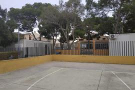 La comunidad educativa denuncia la falta de espacio en las aulas de Porto Cristo