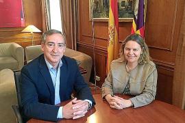 Una funcionaria del Consell relevará a Carlos Simarro en la Demarcación de Costas