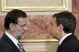 Zapatero y Rajoy se reúnen en Moncloa ante la gravedad de la crisis económica