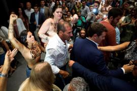 Dos activistas de Femen irrumpen en un acto de Ciudadanos para criticar la política de gestación subrogada