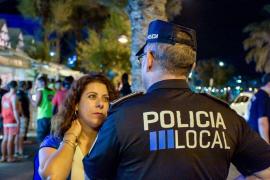 Los grupos independentistas critican a Cort por «no hacer nada» ante los «boicoteos» policiales del 'Correbars guiri'