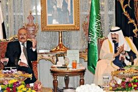 El presidente de Yemen firma su salida del poder tras diez meses de protestas