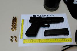 La Policía Local de Llucmajor arresta a un exparamilitar armado con una pistola y un cuchillo