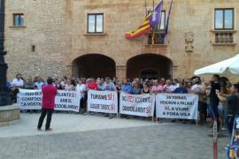 Concentración a favor de la ampliación de la autopista Llucmajor-Campos