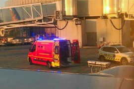 Investigan la muerte de un pasajero que obligó a desviar un vuelo Manchester-Ibiza