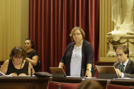 Seijas mantiene su protesta y comienza de pie el nuevo curso parlamentario