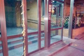 Dos identificados por colocar lazos amarillos en Córdoba