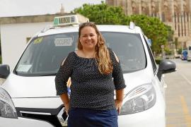 Viviana Bertalmio, escritora y extaxista: «En el taxi te ofrecen drogas, sexo... todos los vicios que existen»