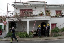 Desalojan a los vecinos de una finca de Palma por riesgo de derrumbe