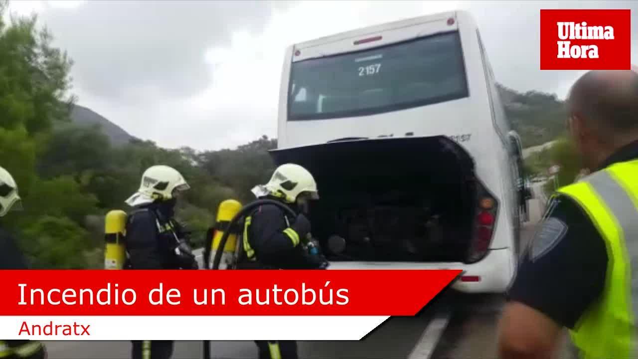 Un incendio en un autobús provoca colas kilométricas en la carretera de Andratx