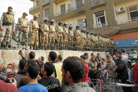 El Ejército egipcio admite violaciones de los derechos humanos y pide perdón