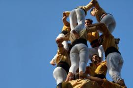 Vetan un anuncio de 'castellers' para el Hospital Sant Joan de Déu porque su camisa es amarilla