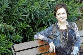 La economista Bárbara Darder indaga en la novela con una trama de «corrupción»